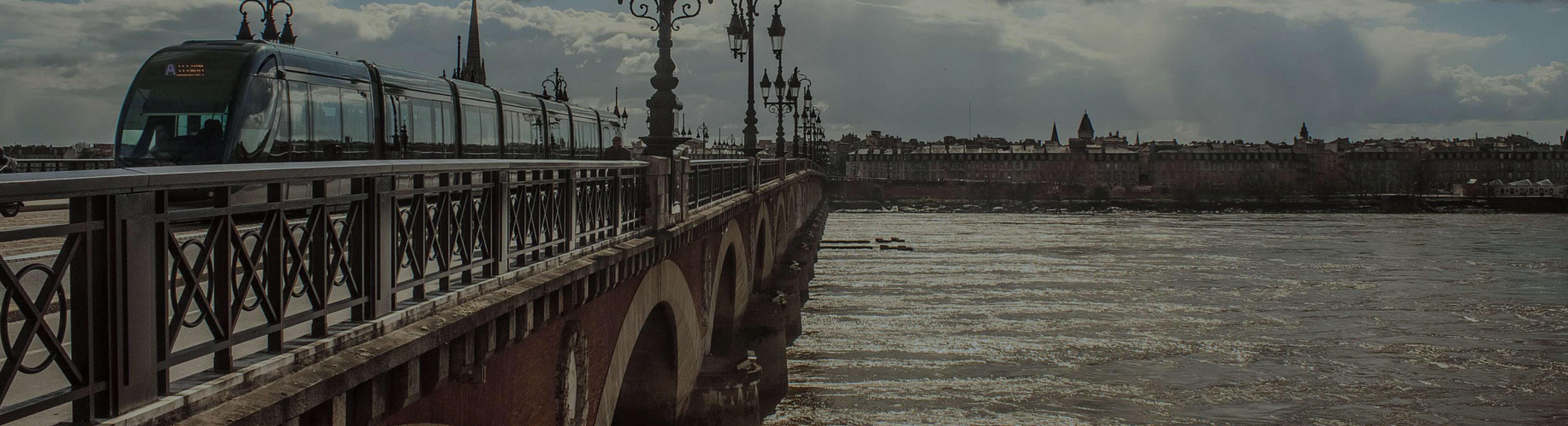 Vue du Pont de Pierre
