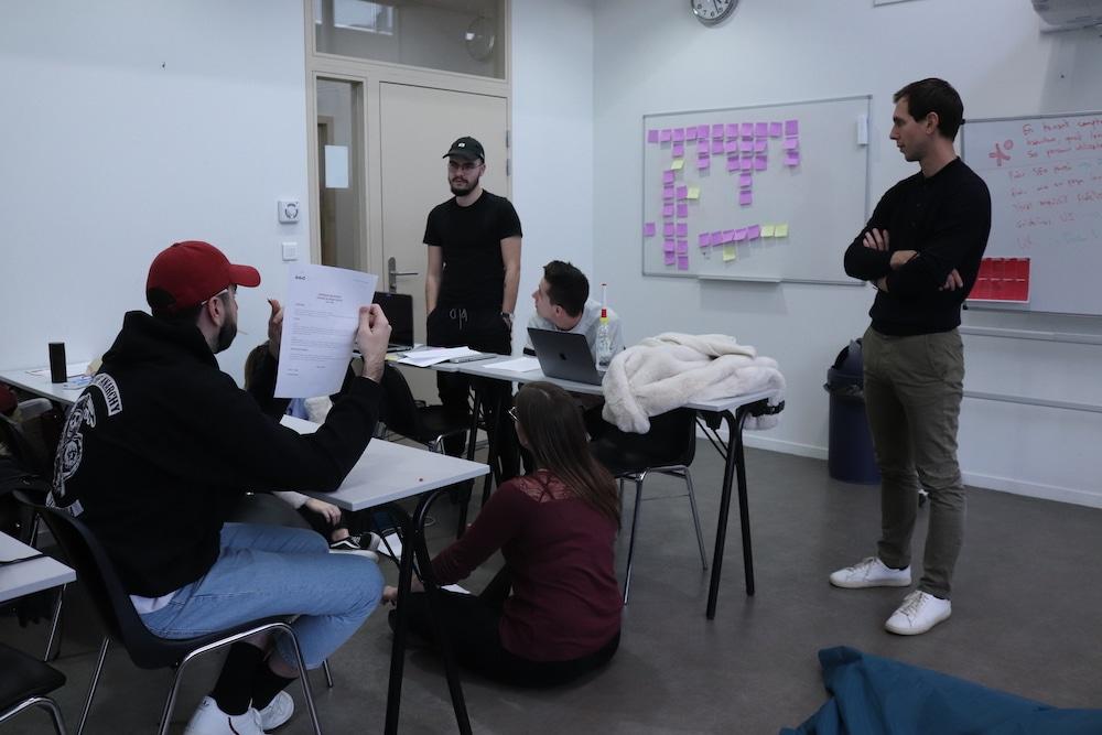 Un groupe d'étudiants pendant l'UX Camp My Brian à l'ESD Lyon